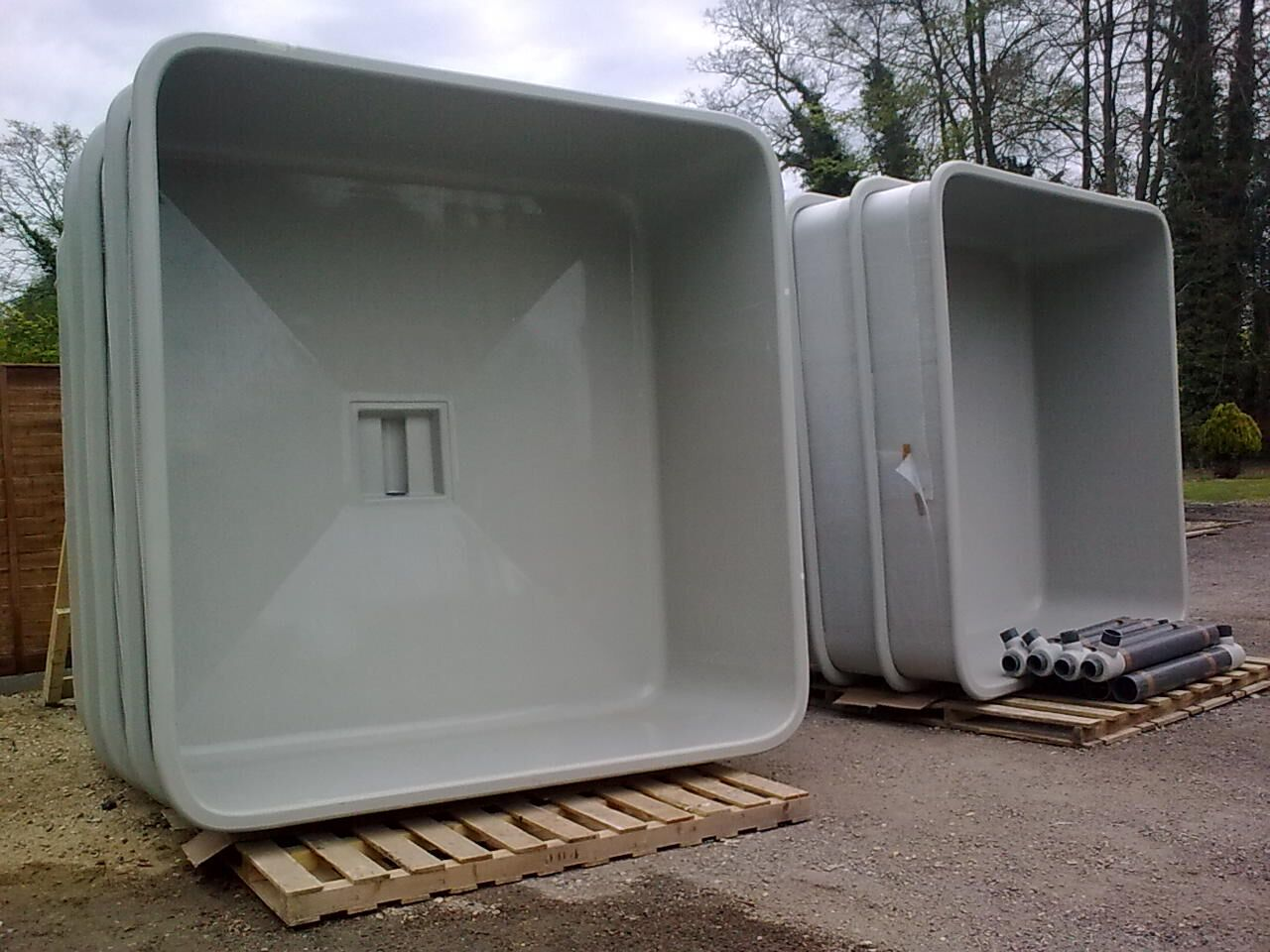Square tanks purewell fish farming equipment ltd for Square fish tank