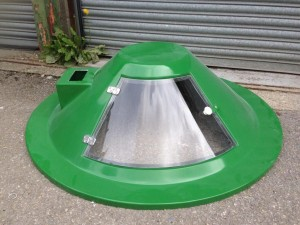 Dome lid with feeder plinth